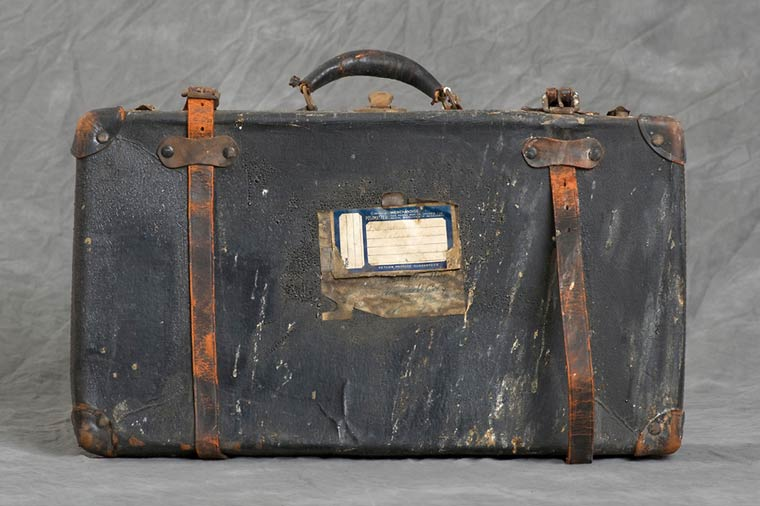 Jon-Crispin-Willard-Suitcases-13